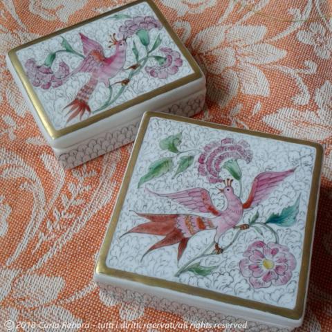 Uccelli esotici, motivi da stampa tessile di mezzari indiani, piccoli dipinti a terzo fuoco, 2015